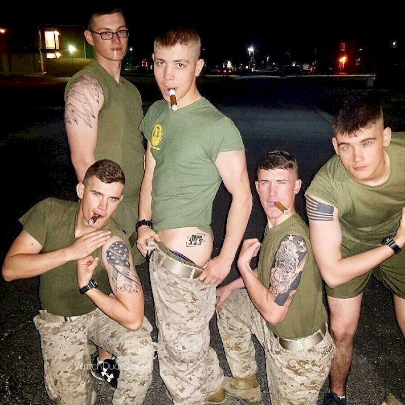 Nude military ðŸŽ